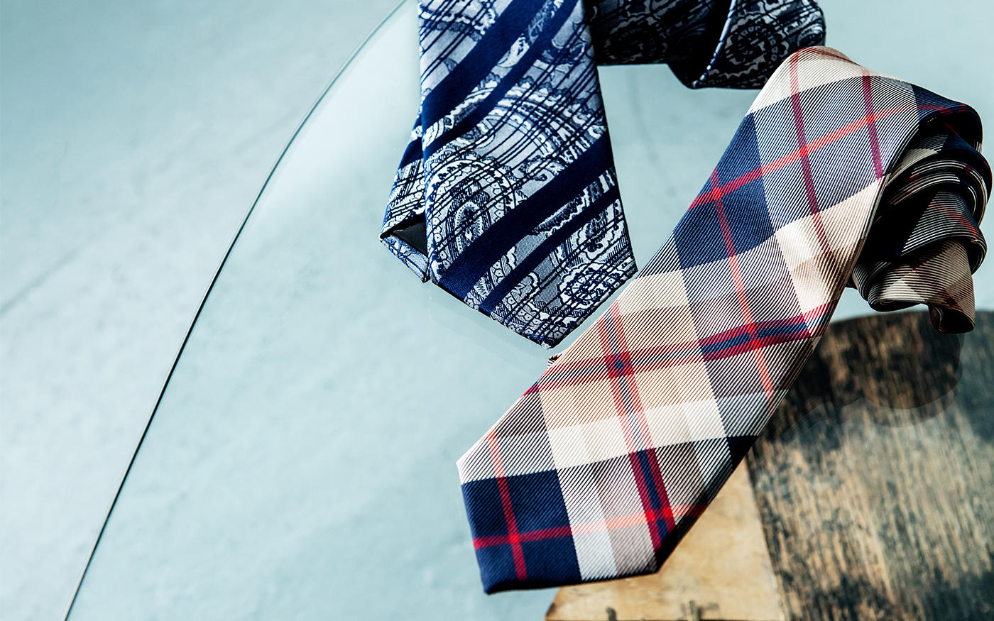 「大柄ネクタイ」に替えれば、 ||いつものスーツ姿が新鮮に!